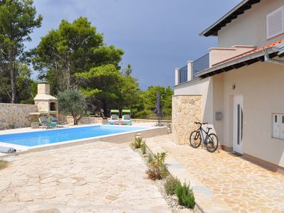 Photo for Modern villa in a quiet area, private swimming pool, spacious terrace, BBQ