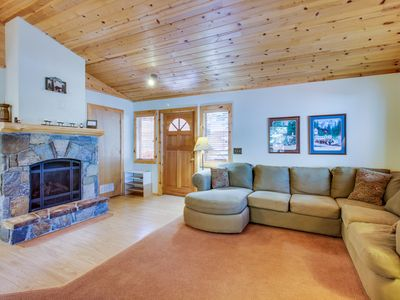 Photo for Dog-friendly home w/shared pool, hot tubs, sauna - on-site golf, close to slopes