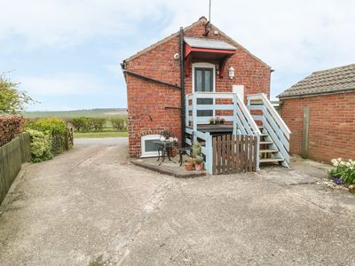 Photo for THE GRANARY, pet friendly, with a garden in Wetwang, Ref 920931