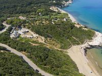 Beautiful, well-equipped, modern house, with easy private beach access.