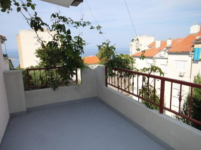 Photo for One bedroom apartment with terrace and sea view Makarska (A-6691-b)