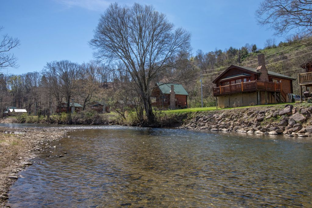 Little Pigeon River Front Cabin Rental Only 1 Mile Of Main