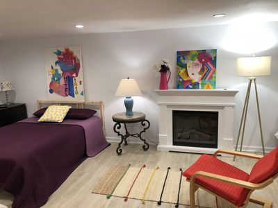 Capitol Hill Guest Suite with one parking spot and private entrance