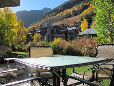UPDATED! WALK-OUT ADJ TO RIVER TRL, #112,  HOT TUB, VIEWS, WALK TO LIFT!  A JOY!