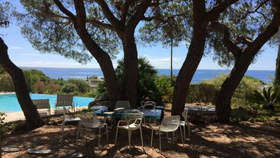 Photo for 180 ° sea view, heated pool, beach, shops and walking port