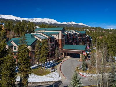 Photo for Hilton Valdoro Mountain Lodge January 19-26 - 3 bedroom/2 bath - Ski valet!