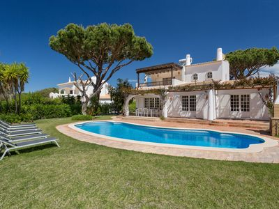 Photo for This 4-bedroom villa for up to 8 guests is located in Vilamoura and has a private swimming pool, air