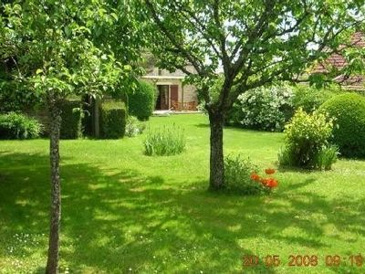 Photo for Magnificent garden Full countryside Vineyards Charm Nature Calm Family Vézelay
