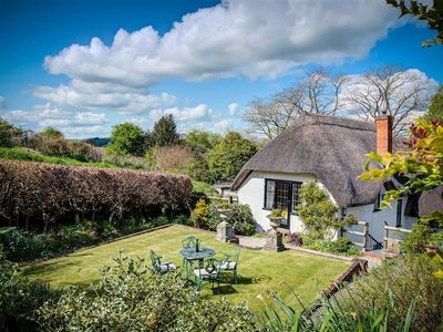 Photo for FOLEY'S COTTAGE, family friendly in Warminster, Ref 988922