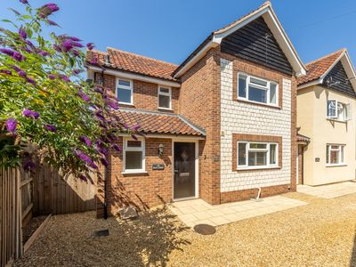 Photo for Located in Heacham and in easy walking distance of North and South beaches.