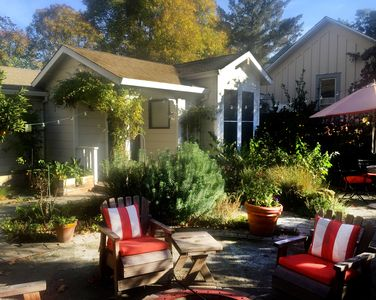 Photo for Healdsburg Cottage in Historic Downtown - Walk to the Plaza