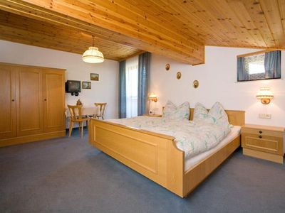 Photo for Double room 2-4 persons with shower, WC - Oberzaishof