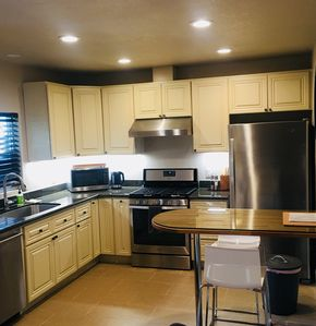 Beautiful new kitchen, fully equipped with everything needed to prepare meals.