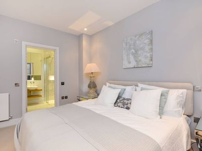 Photo for 2 Bedrooms Apartment QUEENS GARDENS, LANCASTER GATE, W2