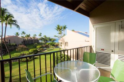 Welcome to Paradise! - Paradise is here on the balcony of Kamaole Sands 2-406! Wake up every morning to these amazing ocean views!
