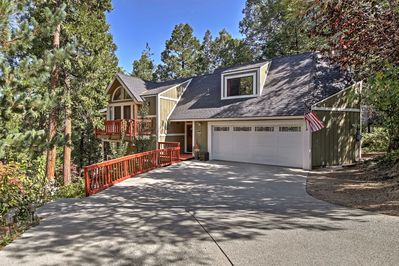 Follow your wanderlust to Lake Arrowhead and book this 3-bedroom, 2.5 bath home!