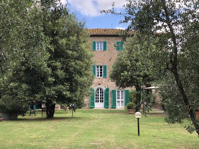 Photo for Typical manor situated in an old small village at the foot of Cortona.