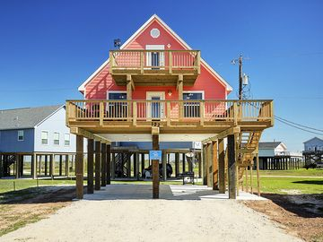 Beautiful  beach house w/ views of ocean. Great for business trips