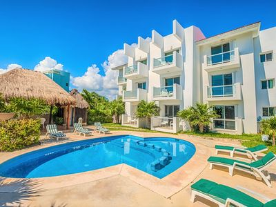 Photo for Cute 2BR & 1 BA condo with Swimming Pool, Right on the Beach - Wifi, AC