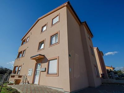 Photo for 2 bedroom Apartment, sleeps 4 with Air Con, FREE WiFi and Walk to Shops