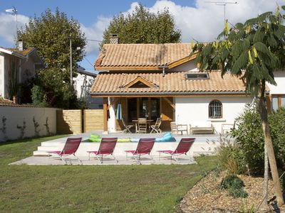 Photo for Beautiful 12 Pers Landes house with heated pool
