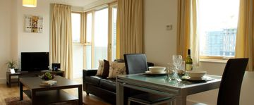 Modern Condos near Canary Wharf w/ WiFi, Balcony & 24 hr Security - Deluxe 2 Bedroom - BST