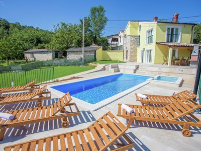 Photo for Picturesque Villa with Pool and Kids' Pool in Karojba