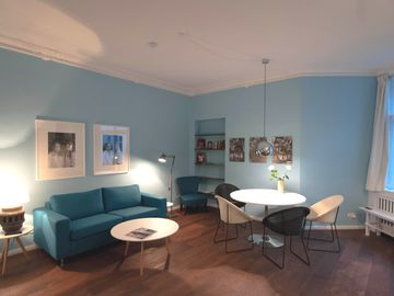 New: Top floor near the Kudamm with lift, Wi-Fi, washing machine, and dryer