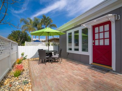 Lovely Ocean Beach house 3 blocks to beach with garage parking, A/C, W/D, grill