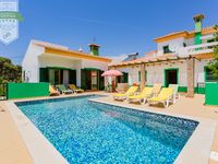 Great house for a family reunion. Central location to visit Algarve.