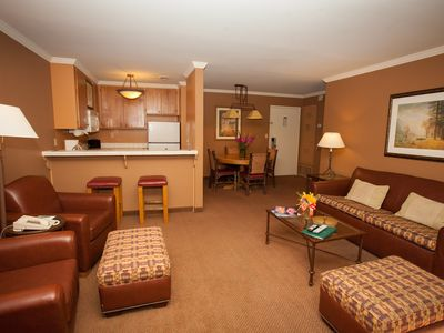 Photo for Bright + Cozy Mountain Retreat | Close to Ski lifts and City Centre