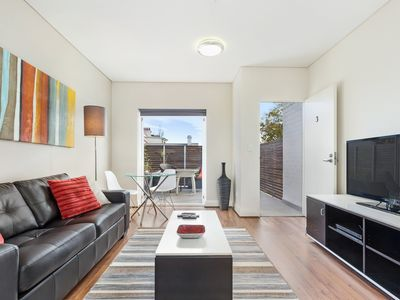 Photo for Modern 1 bedroom fully self-contained apartment close to City and SYD University