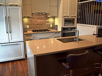 Photo for 1BR Condo Vacation Rental in White Rock, BC