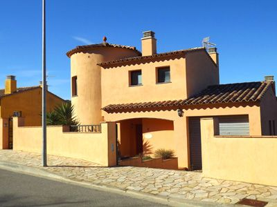 Photo for 4 bedroom Villa, sleeps 8 in Esclanyà with Pool and WiFi