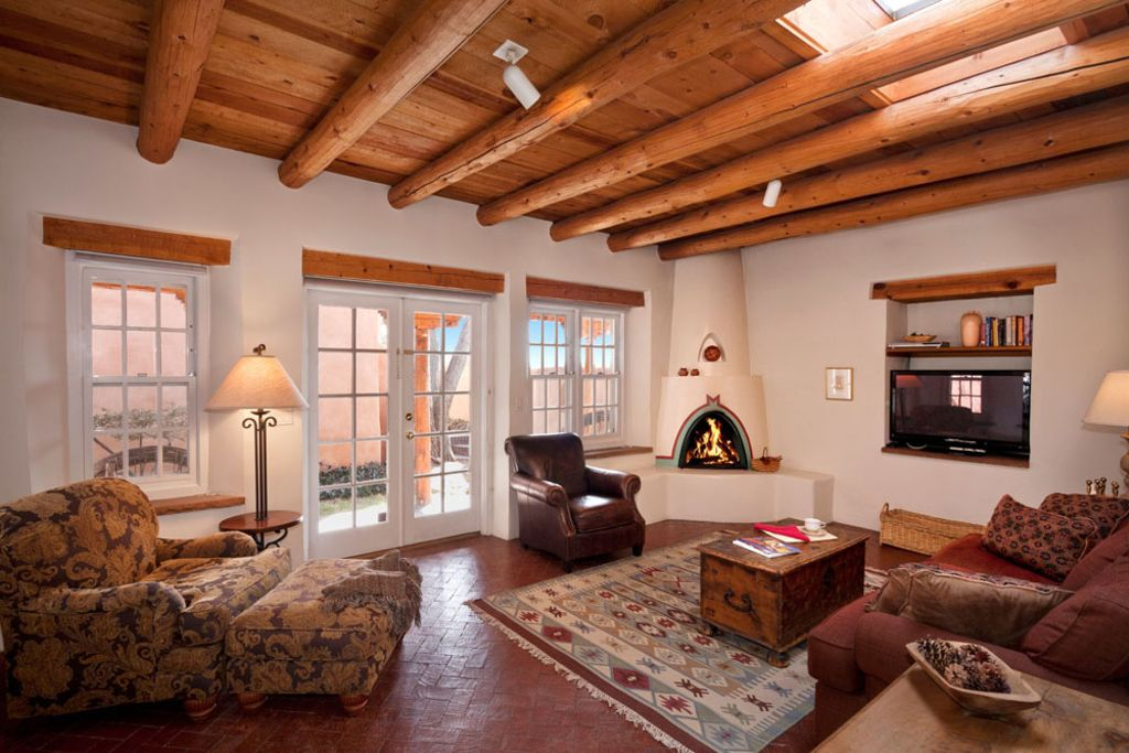 Authentic southwest elegance walk to plaza homeaway for Kiva fireplace