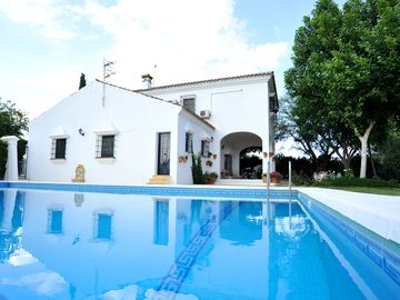 Private And Secluded Villa With Large Pool And Lovely Gardens
