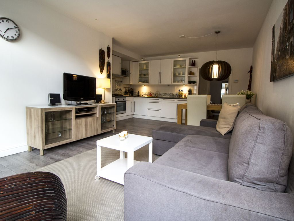 Lovely Ground Fl. Apartment in Historic Canal House ...