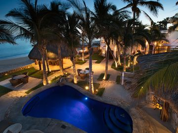 Beachfront Villa: Private Pool and Jacuzzi  full in house staff sleeps 14 +