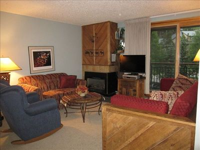 New Carpet, love seat, and TV! Comfortable Trundle Bed (Wood Frame)Sleeps 2..