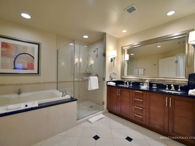 MGM Signature Penthouse strip view condo with balcony - 30th flr Open June 4th!