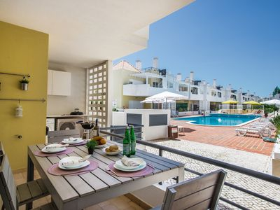 Photo for Fabulous 2 bed apartment near the pool, aircon, wifif, parking