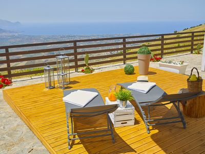 Photo for Villa with garden and terraces on Mount Bonifato, panoramic view of the Gulf