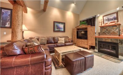 Luxury unit with rustic beams,vaulted ceiling, leather sofa and flat screen TVs