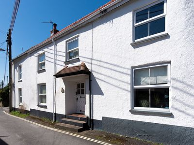 Photo for Dog friendly 3-bedroom cottage in Braunton, sleeping up to 6, close to beaches and Exmoor