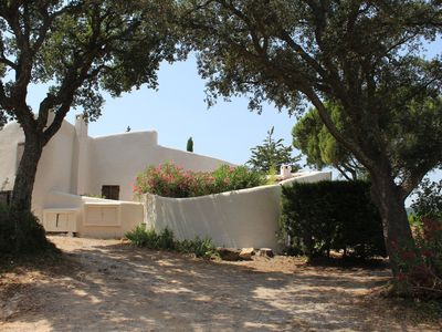 Photo for Charming Provencal farmhouse for 6 people with free WiFi, ground floor.