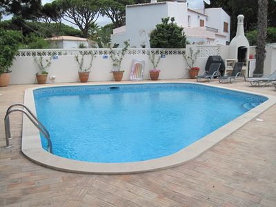 Photo for 4 bedroom Villa, sleeps 8 in Quarteira with Pool, Air Con and WiFi