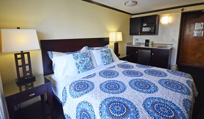 Photo for Bamboo Waikiki Studio # 809 King Bed Walk to Beach