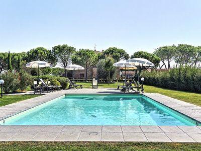 Photo for Casa Cortese E: A pleasant and spacious apartment that is part of an ancient country house situated a few miles from the shores of Lake Trasimeno.