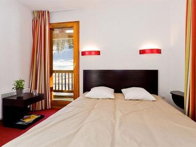 Photo for Wifi, 200m from shops, fitness, swimming pool, terrace, balcony, parking, tv, ski locker, 43m²