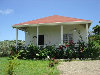 2 Bedroom Cottage with a/C Close to Beach & Town